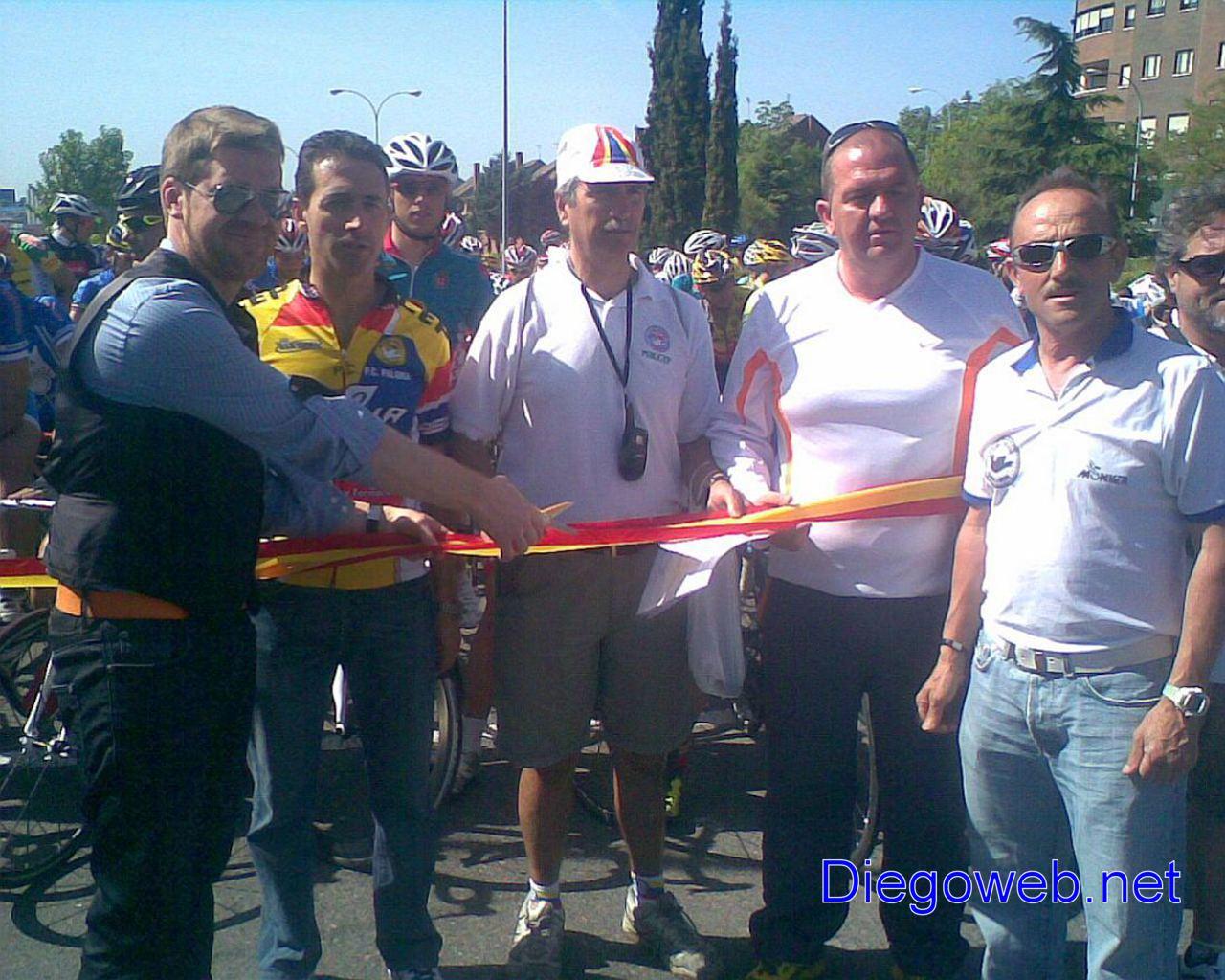 Foto de oskar los mticos cortando la cinta - Supermercados fuenlabrada ...